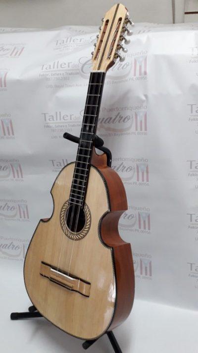 Tres Cubano estilo puertorriqueño (9 cuerdas)